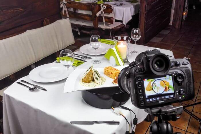 kulisy sesji zdjęciowej fotografia jedzenia 700x466 - Stopka